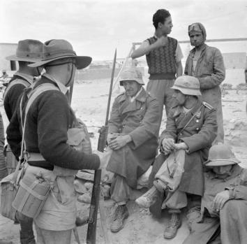 Australians capturing surrendered Italian soldiers.